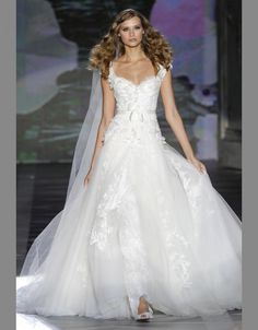 Elie by Elie Saab. Favorite dress...so good I have to pin two different pictures of it.