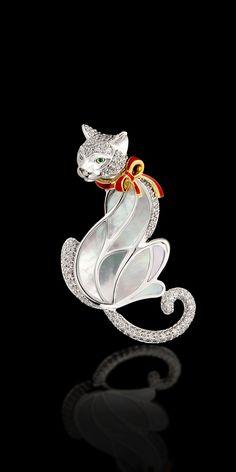 Master Exclusive Jewellery Animal World yellow and white gold 750, brilliants, tsavorites, pearl, enamel