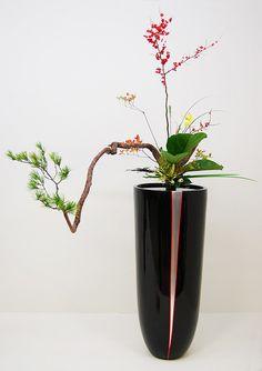 Ikebana Ikenobo in a huge laquerware vase | Flickr - Photo Sharing!