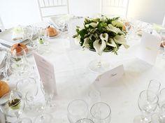 Centre de table mariage Table Settings, Table Decorations, Furniture, Home Decor, Centerpiece Wedding, Flowers, Decoration Home, Room Decor, Place Settings