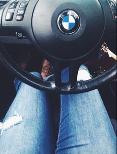 Bmw love🚘🚘 chilling with girls Car Poses, Bmw 320d, Bmw Girl, Girls Driving, Bmw Love, Rainbow Wallpaper, Fashion Cakes, Car Travel, Beijing