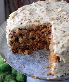 Морковный торт с творожно-банановым кремом  на 100грамм - 92.88 ккалБ/Ж/У - 7.61/2.41/10.25   Ингредиенты:  Для бисквита:  Морковь - 4 шт  Курага - 30 г  Овсяная мука - 2 ст. л  Яйца - 3 шт  Йогурт натуральный - 3 ст. л  Сода - щепотка  Соль - по вкусу   Для начинки:  Творог обезжиренный - 200 г  Банан - 1 шт  Йогурт натуральный - ½ ст  Желатин - 1 ч. л  Подсластитель - по вкусу   Приготовление:  Морковь и курагу измельчить в блендере, потушить на сковороде  Желтки смешать с мукой и йогурт