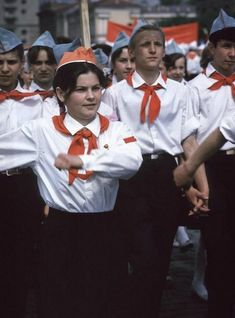 Moscow 1963 Photographed by Burt Glinn - English Russia Ukraine, In Soviet Russia, Socialism, Communism, Back In The Ussr, Civil Rights Movement, Red Army, Great Photographers, History