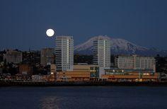 Puerto Montt, Región de Los Lagos Ushuaia, South America Travel, Latin America, Central America, Seattle Skyline, Beautiful Places, Places To Visit, Landscape, World