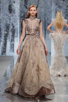 Ziad Nakad Haute Couture FW - The Snow Crystal Forest - Mode für Frauen Haute Couture Gowns, Couture Dresses, Couture Fashion, Runway Fashion, Vestidos Fashion, Fashion Dresses, Mode Costume, Vestidos Vintage, Fantasy Dress