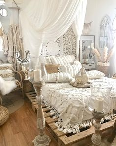 Romantic Bedroom Decor Ideas to Make Your Home More Stylish on a Budget - The Trending House Bohemian Bedroom Decor, Bohemian Style Bedrooms, Boho Room, Stylish Bedroom, Modern Bedroom, Contemporary Bedroom, Bedroom Classic, Modern Contemporary, Modern Design