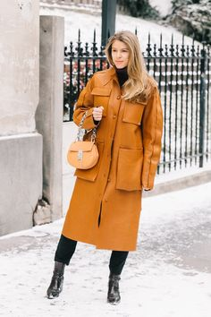 And suddenly a leather coat is revealed as the best idea in the world Street Fashion Show, Street Style Blog, Street Style Trends, Street Chic, Work Fashion, Alexa Chung, Working Girl, Yellow Coat, Sophisticated Outfits