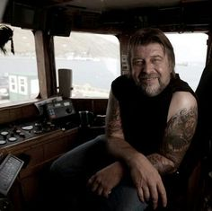 Captain Phil Harris - one hell of a guy Deadlist Catch, Captain Phil Harris, Mike Rowe, Safe Journey, True Legend, Reality Tv, Favorite Tv Shows, Movie Tv, Entertaining