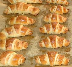 Joghurtos-sós kifli - Blikk Rúzs Hungarian Desserts, Hungarian Recipes, Hungarian Food, Healthy Salty Snacks, Ital Food, Low Carb Recipes, Cooking Recipes, Bread Dough Recipe, Gourmet