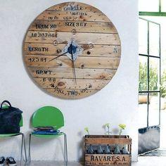 RELÓGIO PROTAGONISTA | aposta num relógio com personalidade para dar o toque final no ambiente com poucos móveis. Inspire-se! #inspiração #ficaadica #dicaTecnisa #decoração #Tecnisa