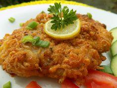 Řízky naklepeme, osolíme a opepříme. Odložíme a nachystáme na obalování.Vejce rozšleháme s hořčicí, smetanou a česnekem. Strouhanku smícháme se... Meat Recipes, Chicken Recipes, Cooking Recipes, Czech Recipes, Tasty, Yummy Food, Food 52, Bellisima, Food To Make