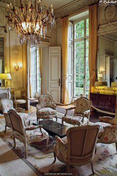 Hôtel de Noimoutier (1723) 138, rue de Grenelle Paris 75007. Architecte : Jean Courtonne. Résidence du préfet de Paris, préfet de la région Île-de-France.