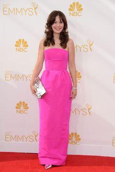 Zooey Deschanel - Emmy 2014 - Vestido de Oscar de la Renta - #Joyas y #celebrities en @bijouprivee