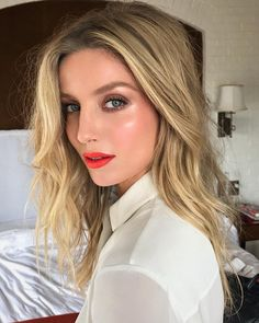 Spending the day with the amazing @annabellewallis ❤️ @tagthemovie #TagMovie. Styled by @samanthamcmillen_stylist @rebekahforecast …
