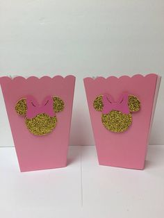 These Minnie Mouse inspired treat boxes are perfect for any occasion. You can use them as popcorn boxes or as favor boxes. These will add a classy touch to your upcoming Minnie Mouse event! Treat boxes measure approximately 2 1/2 in x 5 in Please click here for more Minnie Mouse