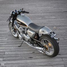 Custom Honda CB500 by Ton Up Garage | Yamaha R1 front fork & brakes | Yamaha FZR 400R swing arm w/ mono shock absorber | Portugal | via Bikeexif.com