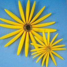 Craft project: Create life-size (or smaller) paper sunflowers using yellow or white computer paper and the printable patterns included in the project. Paper Sunflowers, Fabric Flowers, Art For Kids, Crafts For Kids, Outline Images, Flower Outline, Computer Paper, Art Therapy Activities, 3d Paper Crafts