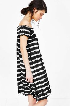Band Of Gypsies Dye-Tech Off-The-Shoulder Trapeze Dress - Urban Outfitters
