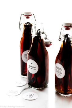 You only need 2 ingredients to make homemade vanilla extract: vanilla beans and vodka. Homemade vanilla is more cost efficient than store-bought options. Easy Smoothie Recipes, Easy Smoothies, Good Healthy Recipes, Vanilla Extract Recipe, Madagascar Vanilla Beans, Vodka, Printable Labels, Free Printable, Apple Cider Vinegar Detox