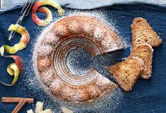 Sekoittamalla valmistuva omenakakku on mehevyydessään omaa luokkaansa. Hummus, Sweet Tooth, Food And Drink, Baking, Fruit, Ethnic Recipes, Desserts, Pound Cakes, Kite