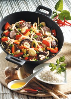 Low-cholesterol recipes: vegetable stir-fry with beef Heart Healthy Recipes, Diet Recipes, Healthy Snacks, Healthy Eating, Clean Eating, Weight Gain Diet, Weight Loss, Cholesterol Lowering Foods, Cancer Fighting Foods