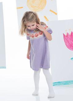 Rundfelt kjole i økologisk ull til barn. Dette er et samarbeid mellom NRK og A Knit Story. Etisk handel og bærekraftig produksjon. Nudes, Lisa, Summer Dresses, Fashion, Threading, Curve Dresses, Moda, Summer Sundresses, Fashion Styles