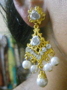 white pearl Elegant Design Party wear Handmade Rhinestone Aluminium Rose Earrings