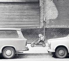 Fotografien aus drei Jahrzehnten: Dieser Bildband zeigt den Alltag der DDR…