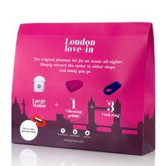 Kit London Love-In de Ohh, Je Joue.   Ici, le kit London Love-In de Ohh est composé d'un galet stimulateur clitoridien, d'un cockring et d'un moteur.  A découvrir dans les Lovestores Passage du Désir.