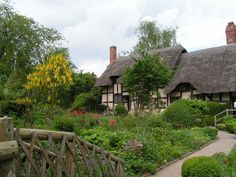 Ann Hathaways Cottage (1555/56 – 6 August 1623) was the wife of William Shakespeare. They were married in 1582. | Stratford upon Avon |