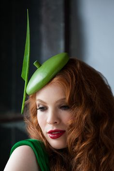 Birds of A Feather from Edwina Ibbotson Millinery Fancy Hats, Cool Hats, Green Fascinator, Fashion Background, Leather Hats, Green Hats, Love Hat, Couture Collection, Spring Collection