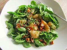 Feldsalat mit gebratenen Birnen und Walnüssen, ein tolles Rezept aus der Kategorie Gemüse. Bewertungen: 447. Durchschnitt: Ø 4,4.