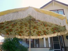 "<meta property=""og:title"" content=""Vintage Patio Umbrella"" /> <meta property=""og:type"" content=""product"" /> <meta property=""og:price:amount"" content=""1.00"" /> <meta property=""og:price:currency"" content=""$295"" />Vintage Umbrella for Patio Table Heavy Vinyl by nanascottagehouse"