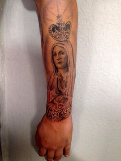 Tattoo realista santa sombreada