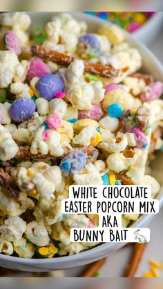 Snack Mix Recipes, Popcorn Recipes, Dessert Recipes, Melting White Chocolate, Easter Chocolate, Cute Desserts, Delicious Desserts, Holiday Foods, Holiday Recipes
