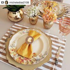 Table Setting Design, Table Place Settings, Elegant Table Settings, Painted Plates, Plates On Wall, Rustic Plates, Plate Racks, Dinning Table, Table Arrangements