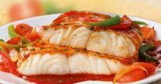 Echipa Bucătarul.eu vă oferă 5 rețete cu pește pentru o cină sănătoasă și gustoasă. Peștele se prepară la cuptor cu diferite sosuri și ierburi, de aceea bucatele preparate sunt foarte apetisante, aromate și delicioase. Toate rețetele sunt ușor de preparat, de aceea le puteți pregăti la o cină sau o masă festivă. Alegeți în fiecare zi o nouă rețetă și surprindeți-vă familia cu bucate rafinate și ușoare! 1. Pește în stil franțuzesc 2. Pește alb cu sos și legume 3. Tilapia cu usturoi și lămâie…