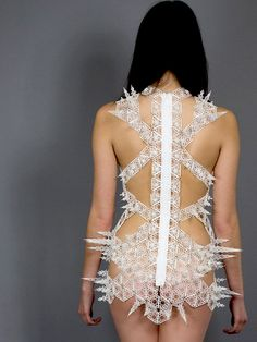 The nexus between couture fashion and technology continues to produce fascinating works exuding a startling sexuality. The Spire Dress by Alexis Walsh bristles with allure and danger as ivory intertwines and bursts from the contours of the body scantily clad.