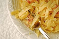 15 Romantic Dinner Recipes - Romantic French-style Carbonara for Two Romantic Dinner For Two, Romantic Dinner Recipes, Romantic Meals, Dinner Ideas, Great Recipes, Favorite Recipes, Delicious Recipes, Pasta Recipes, Cooking Recipes