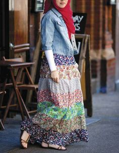 I have a skirt, almost similar! Love! Hijab <3