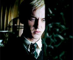 I love this scene with the dead bird because Draco knows his mother will die if he fails his mission. Harry James Potter, Draco And Hermione, Harry Potter Draco Malfoy, Harry Potter Facts, Harry Potter Characters, Harry Potter Universal, Tom Felton, Hogwarts, Slytherin