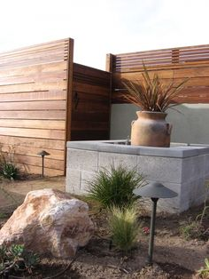 Astonishing Front yard fence corner lot,Garden fence law and Modern fence san diego. Fence Landscaping, Backyard Fences, Garden Fencing, Modern Landscaping, Pool Fence, Front Yard Fence, Fence Gate, Fence Panels, Horse Fence