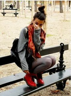 how to wear a doc martens! Red Doc Martens, Doc Martens Style, Doc Martens Outfit, Doc Martins Boots, Dr Martins, Timberland Outfits, Grunge Fashion, Fashion Pics, Revolve Clothing