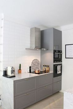 3 Wealthy Cool Tricks: Old Kitchen Remodel Life small kitchen remodel diy.Old Kitchen Remodel Fixer Upper small kitchen remodel diy.Kitchen Remodel Modern Before After. Kitchen Cabinets Decor, Kitchen Layout, Kitchen Design, Nice Kitchen, Kitchen Ideas, Vintage Kitchen, 1960s Kitchen, Long Kitchen, Narrow Kitchen