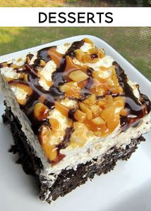 Snickers Cake 1 box devils food cake mix, 1 can sweetened condensed milk 1 jar Smuckers hot caramel ice cream topping cup chocolate chips 2 cups heavy whipping cream cup powdered sugar 1 tsp vanilla 3 snickers candy bars, chopped cup peanuts 13 Desserts, Delicious Desserts, Yummy Food, Dessert Healthy, Poke Cake Recipes, Dessert Recipes, Party Recipes, Yummy Treats, Sweet Treats