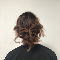 short hair Up-do w/ Curls done on my model Makayla ———————————————————————— #Hair #hairstylist #ottawa #ottawahairstylist #studenthairstylest #shorthair #updo #shorthairupdo #curls #messybun