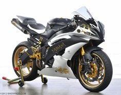 Yamaha R6 white gold