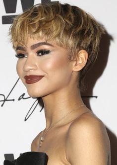 Zendaya była gwiazda Disney Channel w blond włosach Colored Curly Hair, Long Curly Hair, Curly Hair Styles, Short Layered Haircuts, Short Hair Cuts, Shaggy Pixie Cuts, Pixie Hairstyles, Pixie Haircut, Bowl Haircut Women