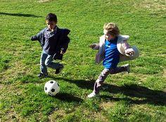 Ecole maternelle de la Fontaine: Footballeurs et rugbymen en herbe...