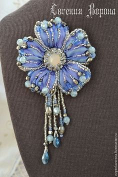 Shibori Flower Pendant Broach in Lilac & Blue Bead Embroidery Jewelry, Soutache Jewelry, Silk Ribbon Embroidery, Bead Jewellery, Fabric Jewelry, Beaded Jewelry, Beaded Flowers, Fabric Flowers, Brooches Handmade